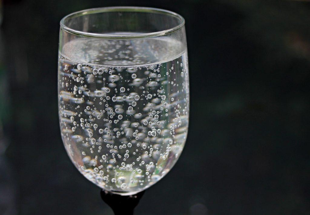 water-glass-2686973_1920